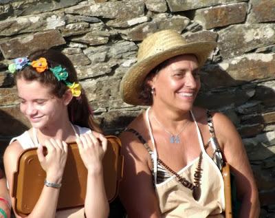Mulher e menina na Festa do Caldo de Quintandona