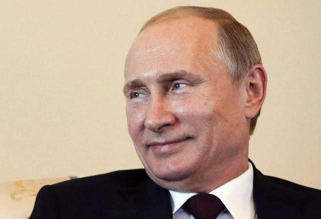 Vladimir Putin diz que não vai expulsar diplomatas dos EUA em retaliação a sanções