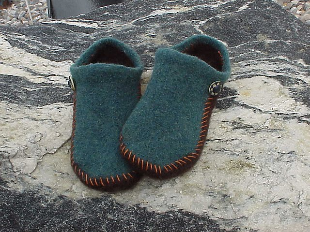 Kriskrafter: NEW! 2-Needle Felted Slippers Pattern
