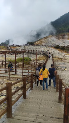 Jembatan menuju kawah sikidang