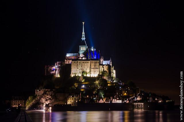 visita Mont Saint-Michel noche viaje Normandia Francia