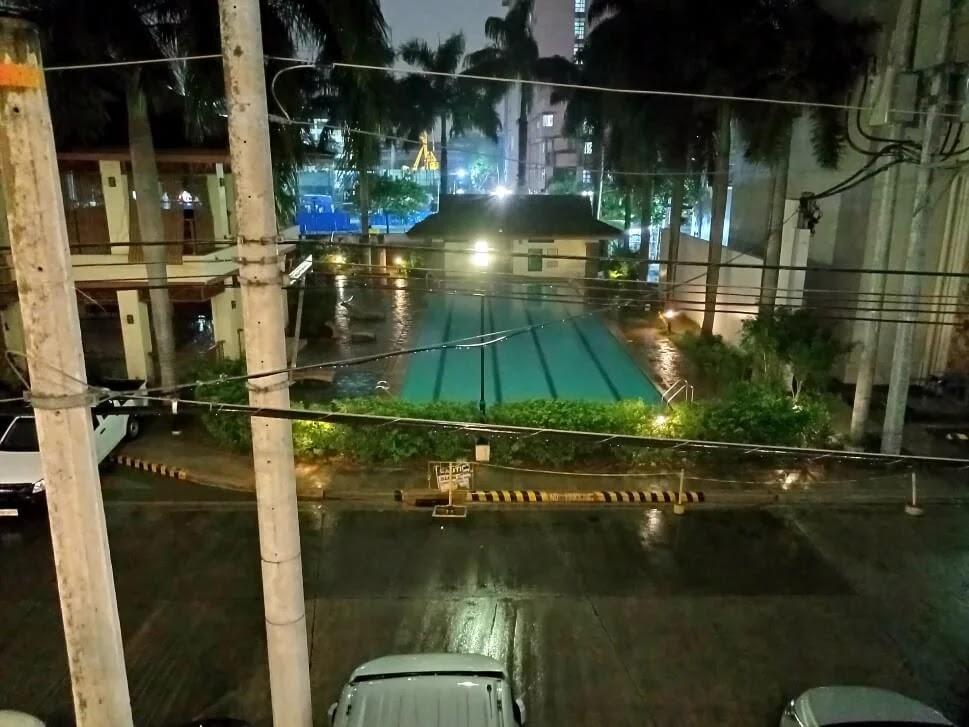 realme C25s Camera Sample - Pool, Night