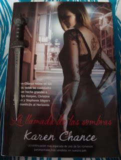 Portada del libro La llamada de las sombras, de Karen Chance