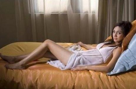 Foto Bokep Ngentot Memek Celine Evangelista Memeknya Mulus