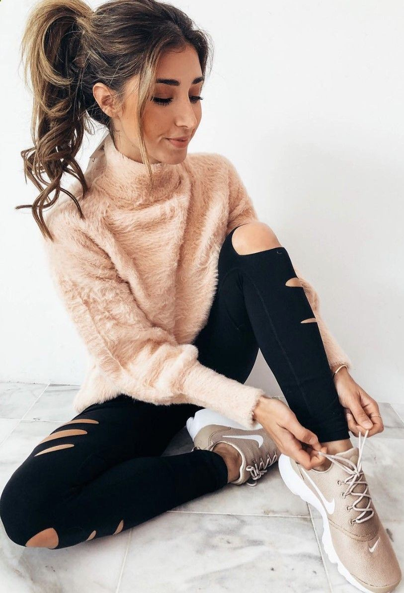 comfy look_nude sweater + black ripped jeans + sneakers