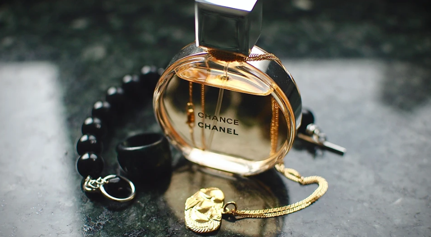 Perfume with pheromones: 5 facts that prove they don't work
