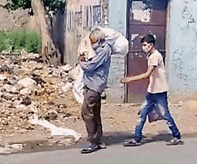 Jalandhar: Laachaar Bujurg Ne kandhe par uthai laash - Kisi Ne nahin diya Sahara - Viral hua video