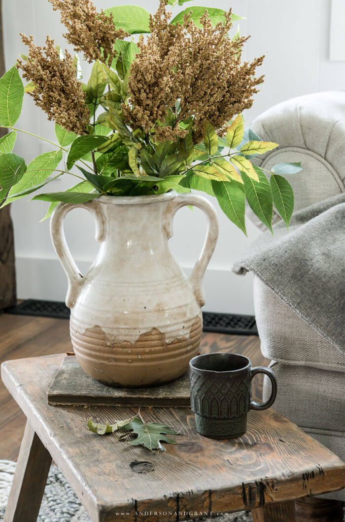Great fall styling ideas for your modern farmhouse in this post!