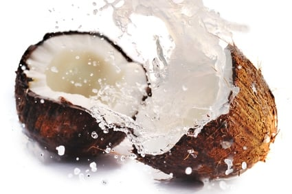 Benefits of coconut water to clean the body of toxins