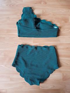 www.zaful.com/high-waisted-scalloped-one-shoulder-bikini-p_268684.html?lkid=51924