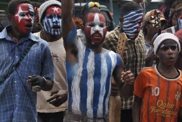 Penonton dan Komentator Ikut Main dalam Lapangan Papua Merdeka, Akibatnya?