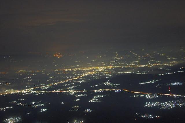 Pemandangan Malam dengan cahaya kota Gunung Sumbing