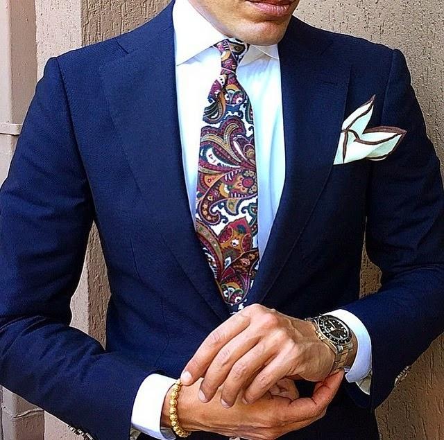 El color del ribete siempre es un guiño al de la corbata dd5a2e10112
