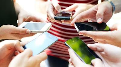 5 RESIKO NYATA PENGGUNAAN SMARTPHONE SECARA BERLEBIHAN