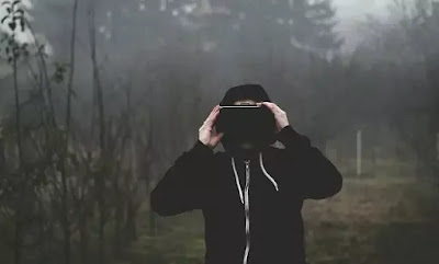 What is Virtual Reality & Features of Virtual Reality