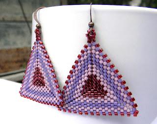 купить сиреневые серьги в виде треугольника украшение ручной работы