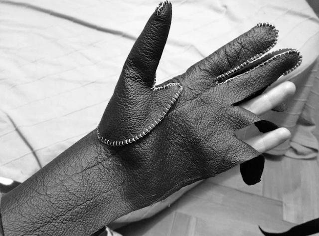 раскрой кожаных перчаток