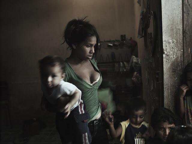 fotografije silovane djevojčice