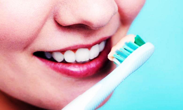 كيفية تنظيف الأسنان بطريقة صحيحة | أساسيات تنظيف الأسنان بالفرشاة