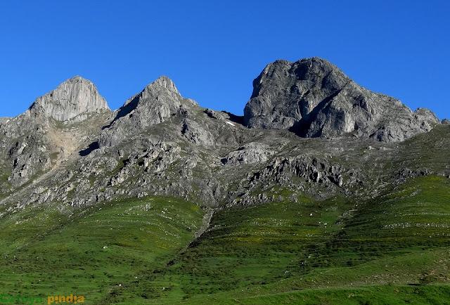 Vistas de las Tres Marías desde el pueblo de Casares de Arbas