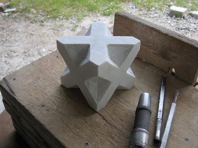久保極大理石の彫刻