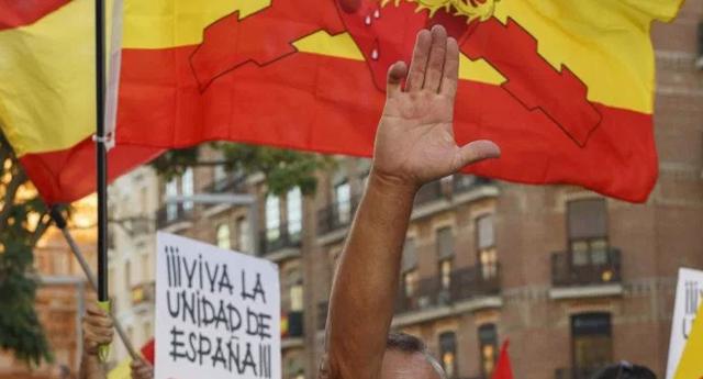 """Manifestación en Madrid: """"banderas con el águila negra de la era de Franco"""", apunta The Sun"""