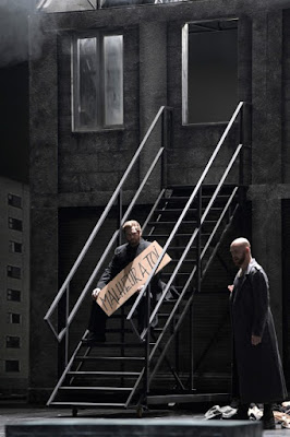 Meyerbeer: Le prophète - Gregory Kunde as Jean, Derek Welton as Zacharias  - Deutsche Oper Berlin (Photo Bettina Stöß)