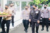 HUT TNI Ke-76, Kapolda Banten Beri Kejutan Kepada Danrem 064/MY