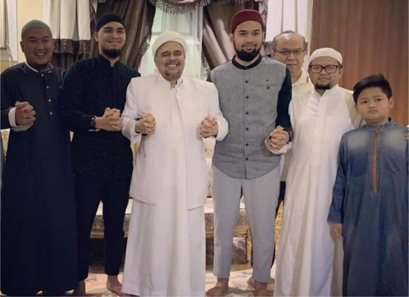 Teuku Wisnu dan Mario Irwinsyah Temui HRS di Mekah, Warganet Doakan Begini