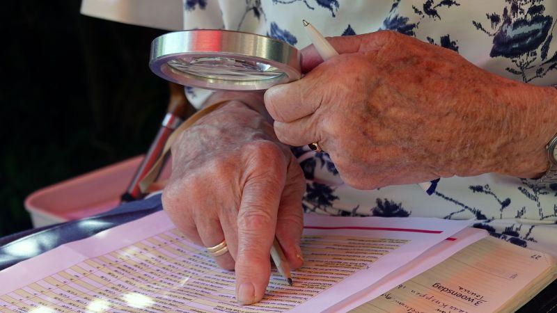 Adultos mayores tienen una baja representación entre los candidatos constituyentes