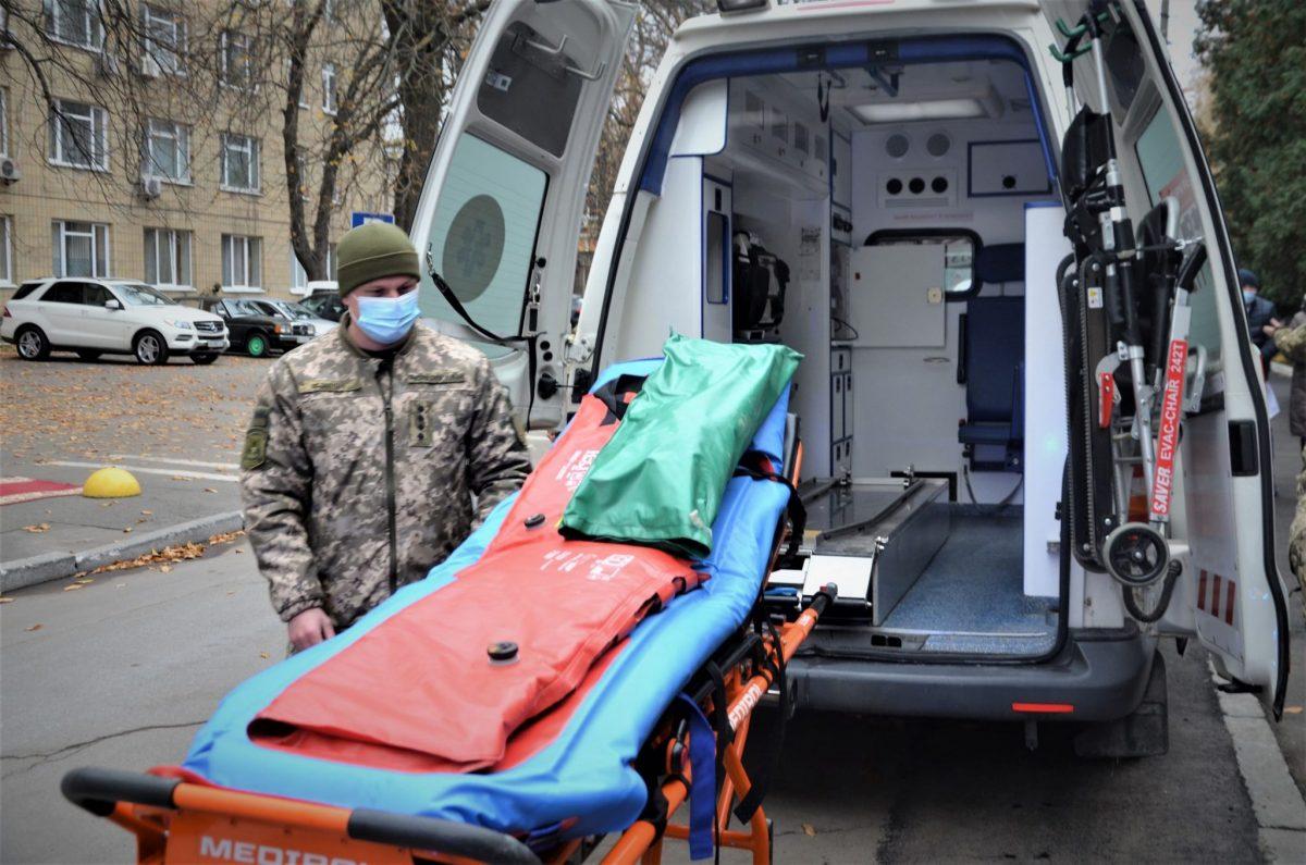 Словаччина подарувала Київському госпіталю три швидких