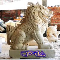 patung kilin dibuat asli dari batu alam yaitu batu alam paras jogja atau juga biasa disebut batu putih, batu yang berasal dari daerah gunungkidul, yogyakarta