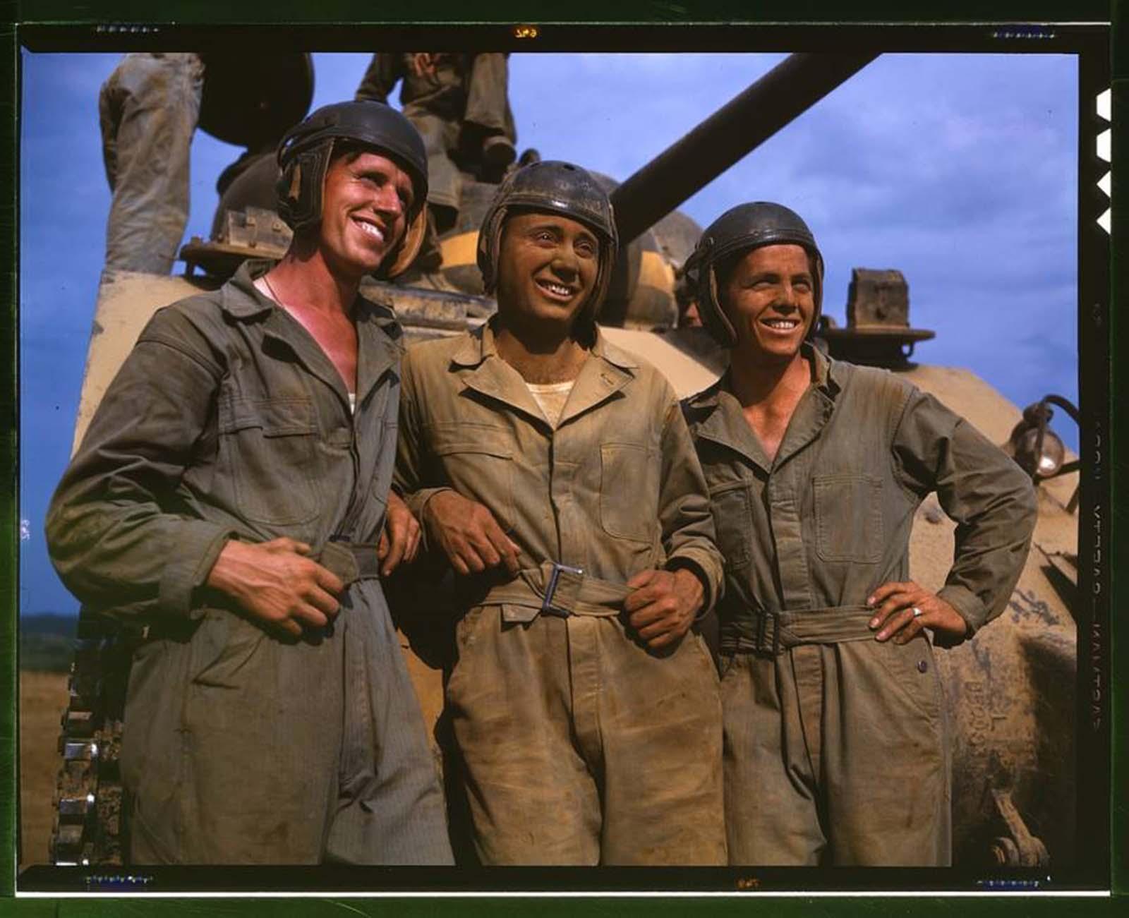Amerikai harckocsi-legénység katonái Fort Knoxban.  1942.