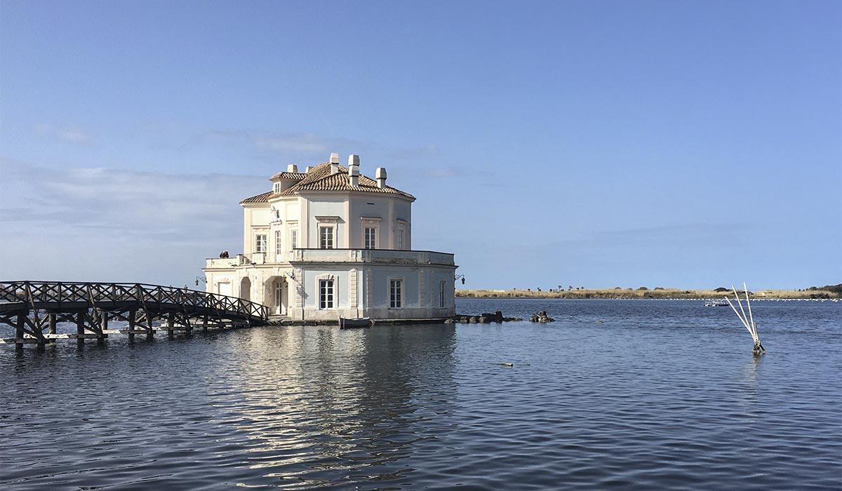 La Casina Vanvitelliana al Lago Fusaro (Napoli)