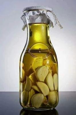 الثوم وزيت الزيتون أقوى مضاد حيوي طبيعي مصنوع في منزلك له فوائد رهيبة