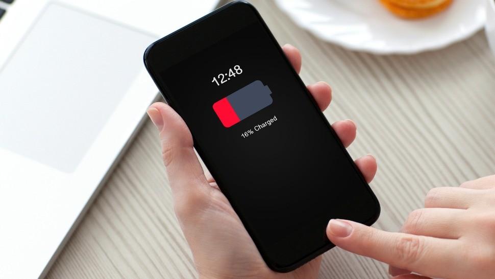 celular com bateria vermelha