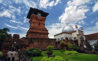 keindahan masjid menara kudus