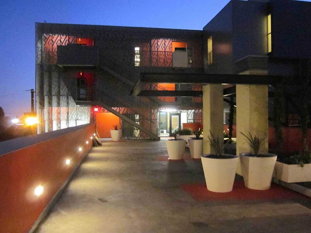 04-28th-Street-Apartments-by-Koning-Eizenberg