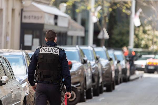 Vaucluse : un jeune de 14 ans insulte et jette des pierres sur les policiers