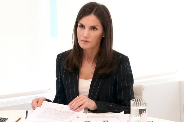Queen Letizia wore Mango striped suit blazer. Madrid Diabetes Association and the Novo-Nordisk Diabetes Foundation