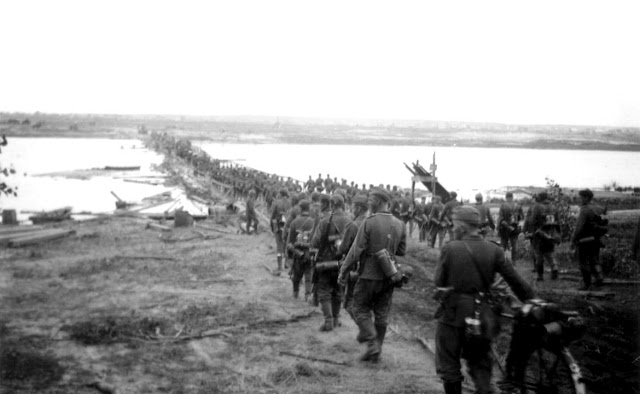The 260th Infantry Division crosses the Berezina River, 12 August 1941 worldwartwo.filminspector.com