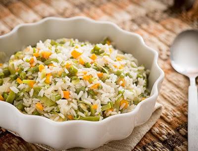 Arroz com Cenoura, Vagem, Ervilha-Torta e Gengibre (vegana)