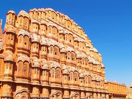 big view of hawa mahal jaipur for tourists from all over world