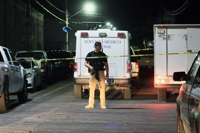 """SUMA 8 MUERTOS y 11 HERIDOS ATAQUE a PALENQUE en el MISMISIMO TERRUÑO de """"GOBER"""" de GUANAJUATO."""