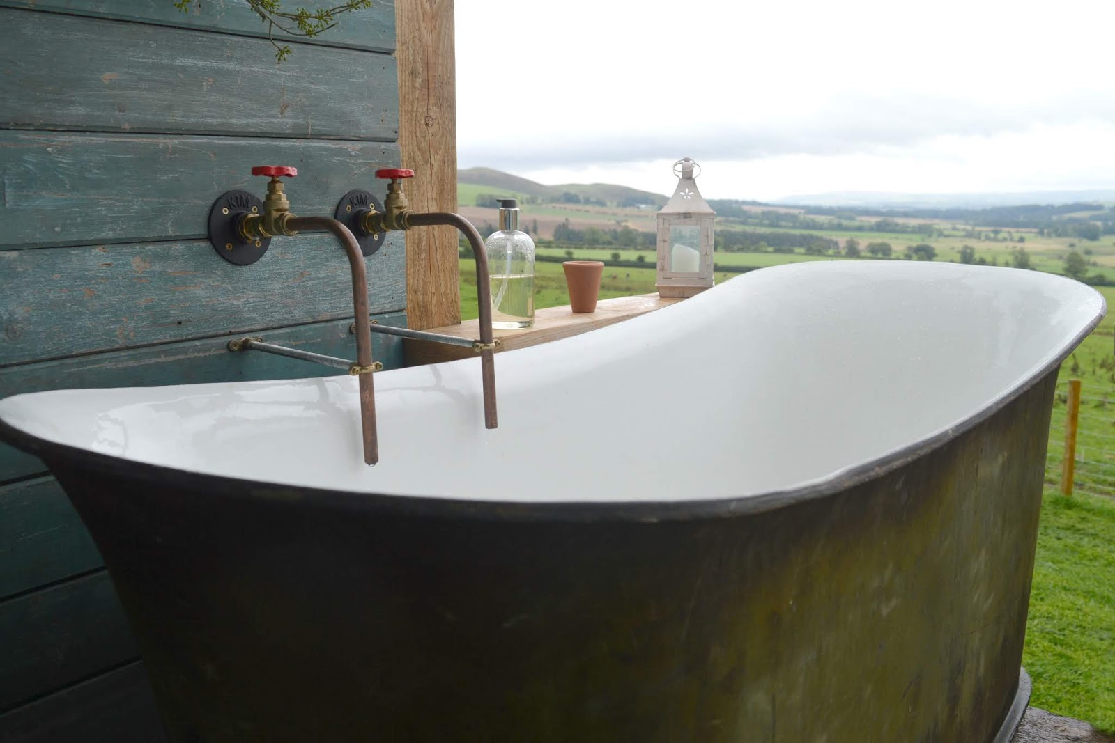 Huts in the Hills, Northumberland Luxury Glamping - Bath