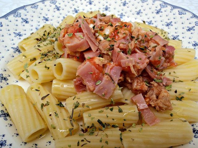 ensalada-pasta-atun-jamon-york-cerca
