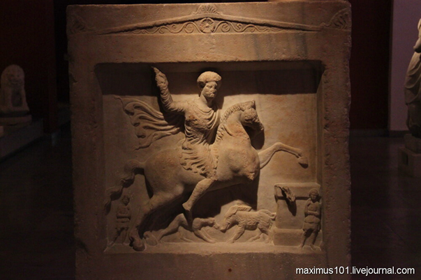 Фракийский всадник. Погребальная стела из Варны (Одессос), II век.