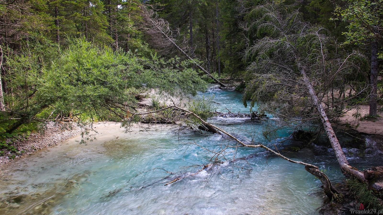 Lago di Dobbiacio Dolomity