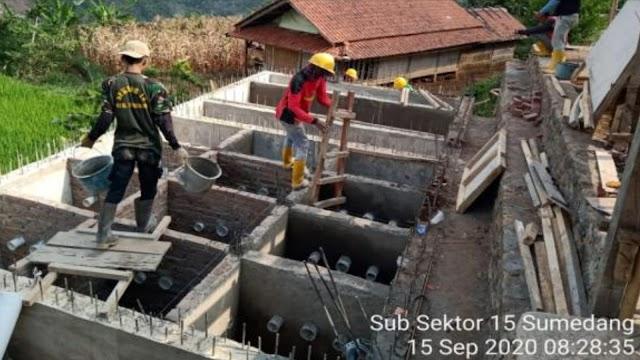 Satgas Sektor 21-15 Awasi dan Bantu Pembangunan Sanimas TA 2020 di Sumedang