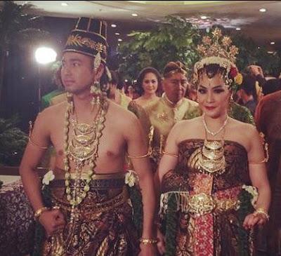 foto pakaian adat khusus pengantin